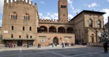 26-maggio-Palazzo.Re_.Enzo_-1728x800_c