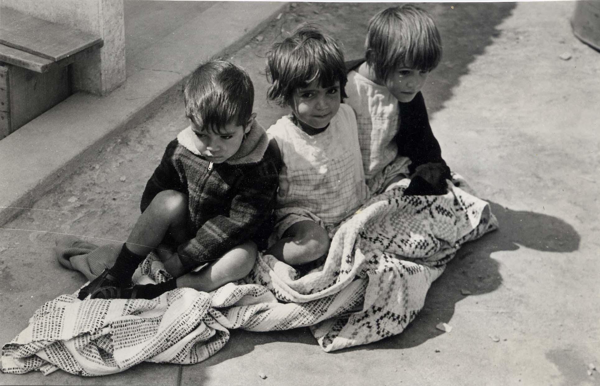 Bambini in una favela brasiliana