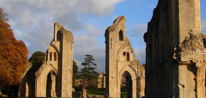 Abbazia di Glastonbury, dove si narra furono trovati i resti di re Artù
