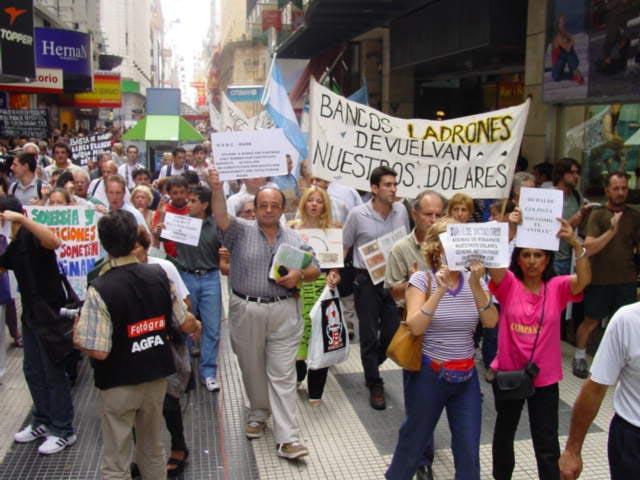Marcia contro le banche in Argentina CC BY-SA 3.0