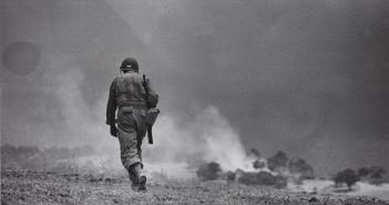 Brecht: Robert Capa - Magnum - Omaha Beach