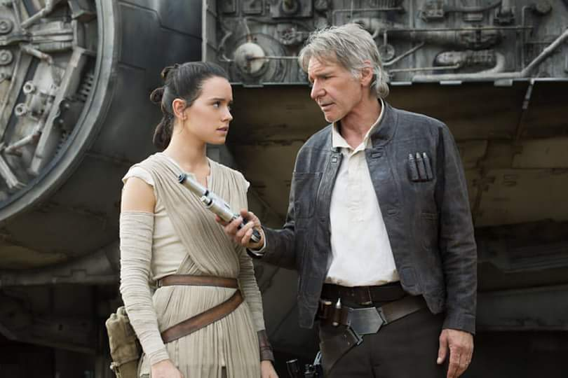 Daisy Ridley e Harrison Ford in una scena del film