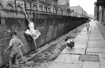 Berlin-wall-children-playing-west-